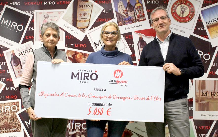 Vermuts Miró lliura 5.050 euros de la recaptació solidària del Vermusic 2019 a la Lliga Contra el Càncer