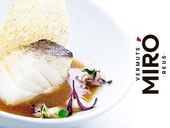 Bacalao confitado en aceite de Sésamo, sopa de misso & Vermut Miro Blanco, texturas de Shitake ,tortilla crujiente de boletus edulis y brotes verdes