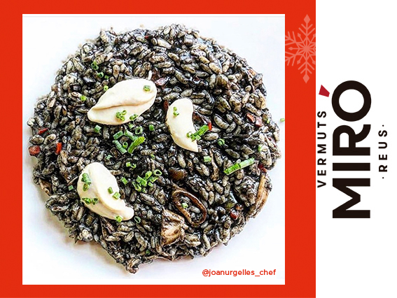 Arròs negre amb calamarsets de Cambrils i maionesa de kimchi i Vermut Miró