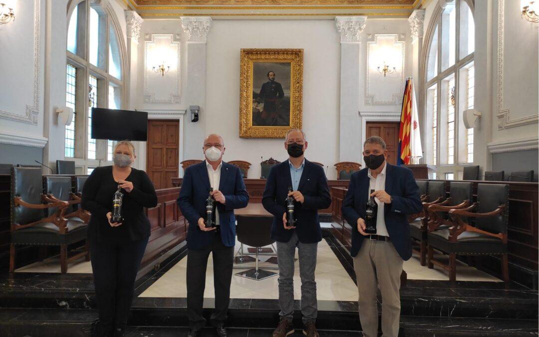 El Ayuntamiento de Reus recibe a Vermuts Miró en reconocimiento de los premios obtenidos